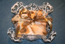 LUNCHEON NAPKINS IN DAMASK  ACRYLIC HOLDER