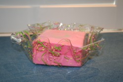BEVERAGE NAPKINS IN CONFETTI  ACRYLIC HOLDER