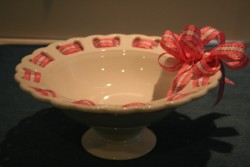 RIBBON PEDESTAL BOWL